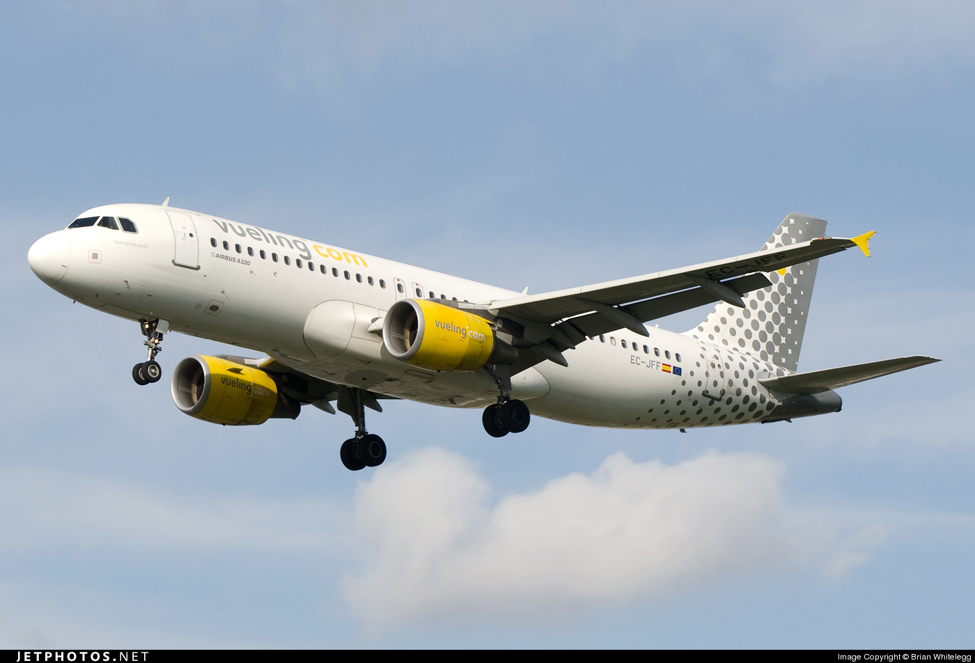 Photo of EC-JFF Airbus A320-214 by Brian Whitelegg