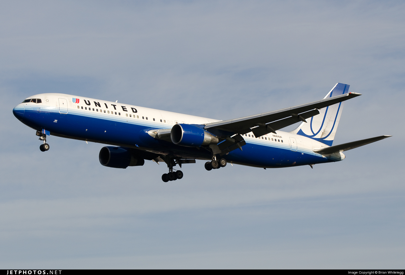 Photo of N661UA Boeing 767-322(ER) by Brian Whitelegg