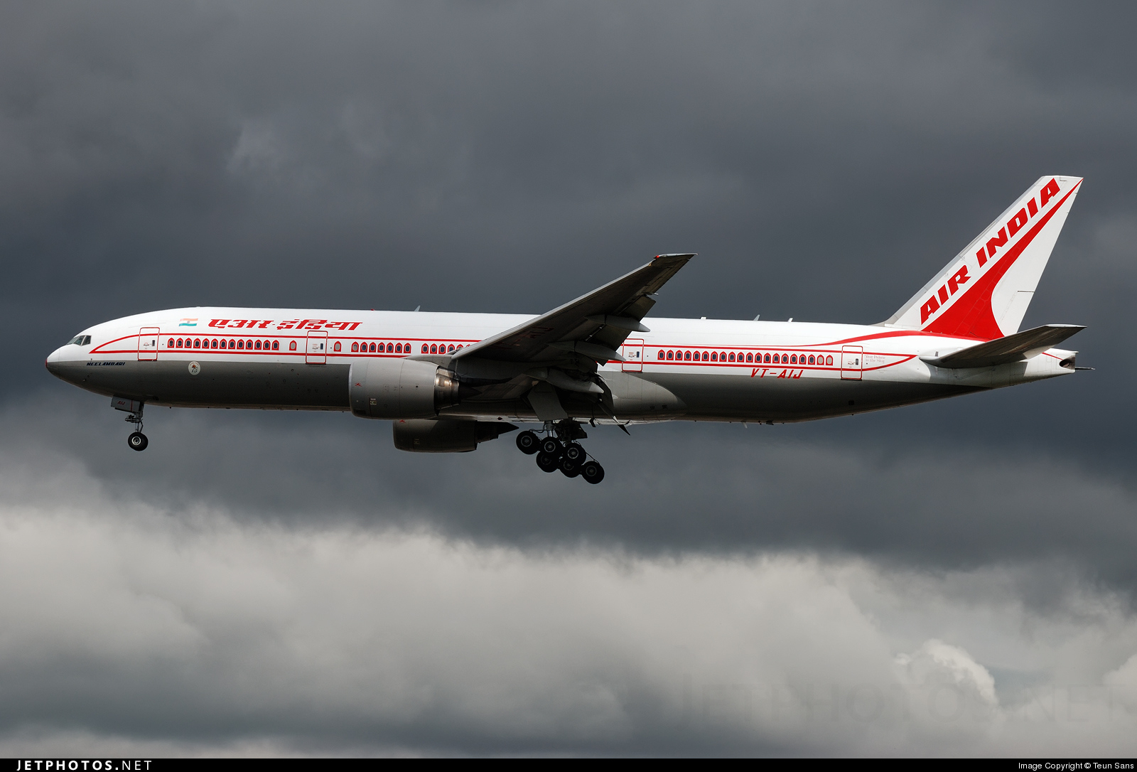 Photo of VT-AIJ Boeing 777-222(ER) by Teun Sans