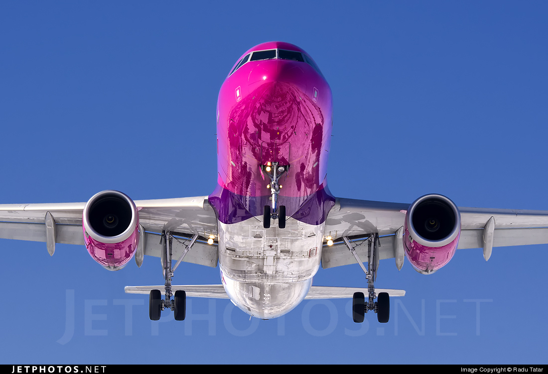 Photo of HA-LPQ Airbus A320-232 by Radu Tatar