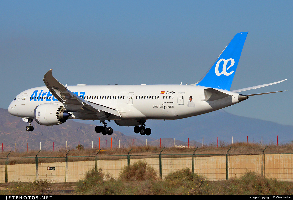 Photo of EC-MIH Boeing 787-8 Dreamliner by Mike Barker