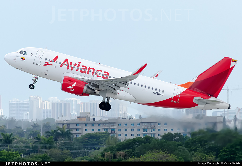Photo of N726AV Airbus A319-115 by Victor Batista