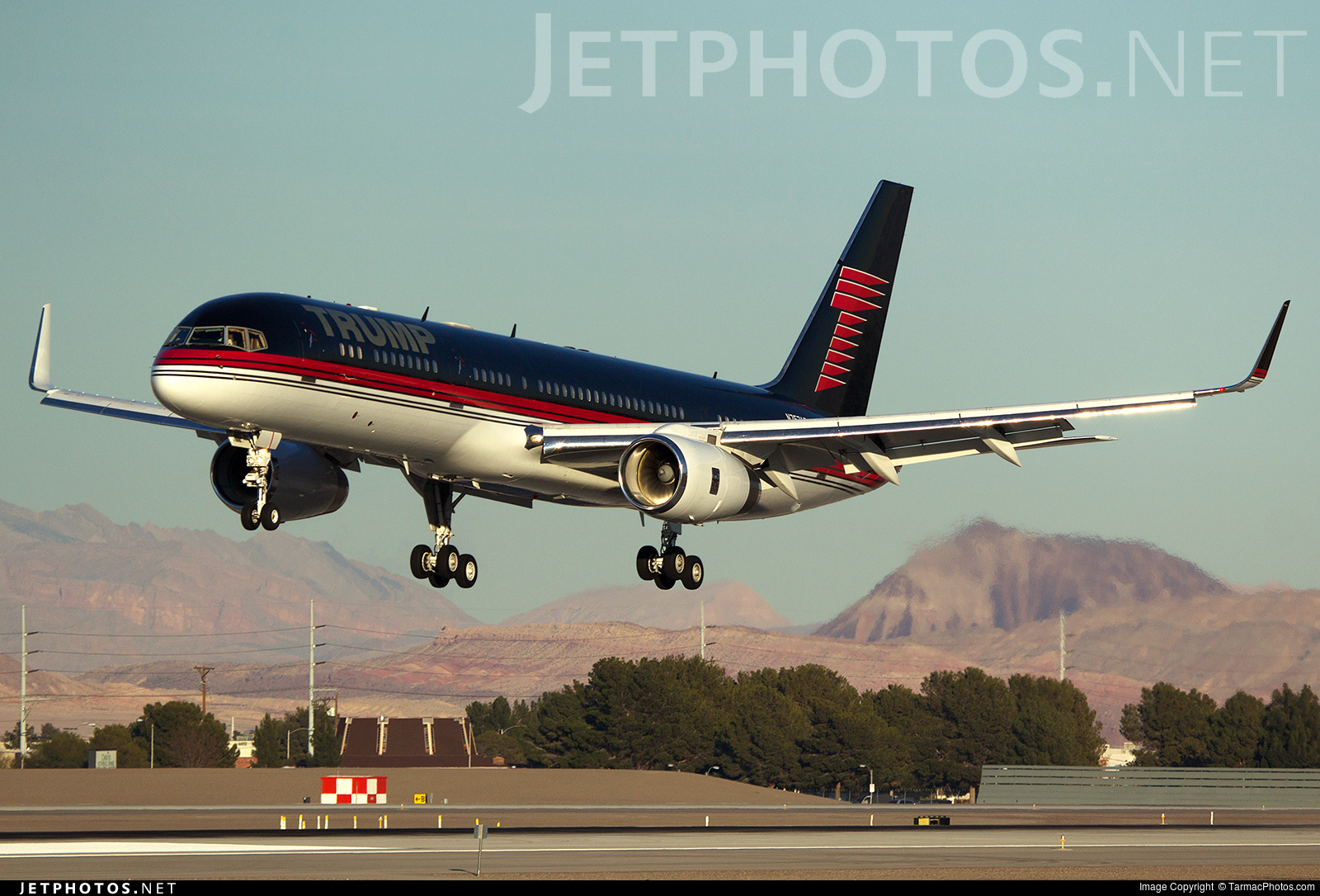 Photo of N757AF Boeing 757-2J4(ER) by TarmacPhotos.com