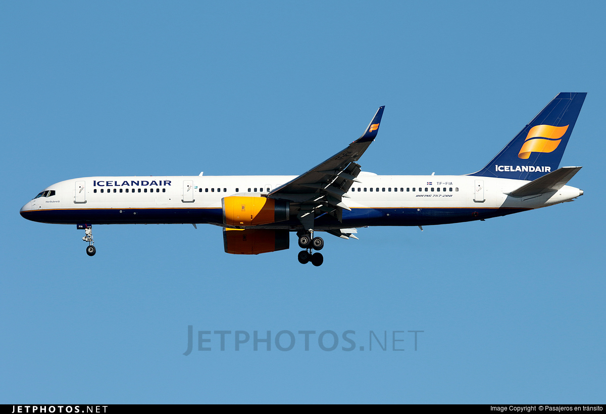 Photo of TF-FIA Boeing 757-256 by Pasajeros en tránsito
